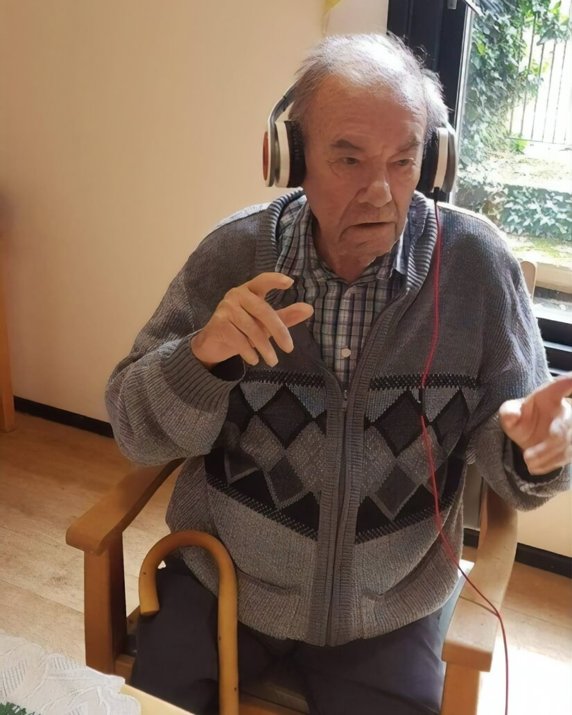 PERSONALISED MUSIC TO HELP PEOPLE WITH DEMENTIA | Camelot Care